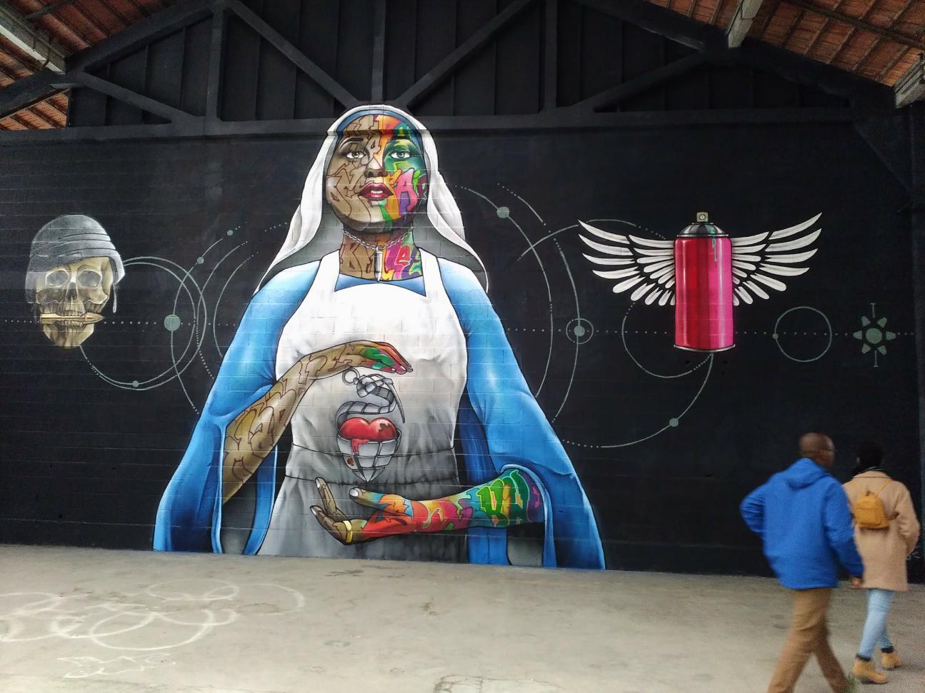 Plasticien urbain professionnel. Né en 1974. Snake artiste indépendant autodidacte. Débute dans le Graffiti en 1990.Professionel depuis 2000.  Pluridisciplinaire et touche a tout il pratiqua toute les discipline et forme du Graffiti, du plus technique au plus vandale… Reconnu internationalement, Snake aujourd'hui travaille toutes sortes de projets, avec de grandes collaborations institutionnelles.
